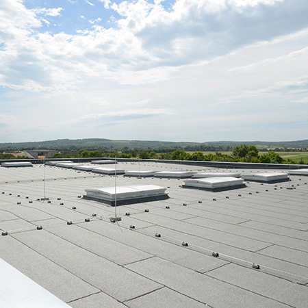 Create cost-effective falls on a flat roof with Bauder