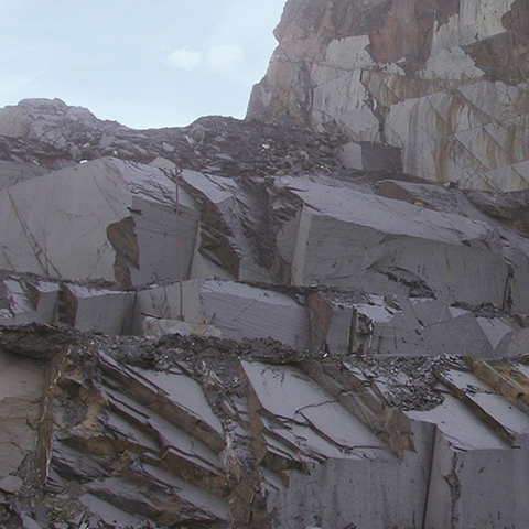 Composition and behaviour of the slate vary from deposit to deposit and quarry to quarry
