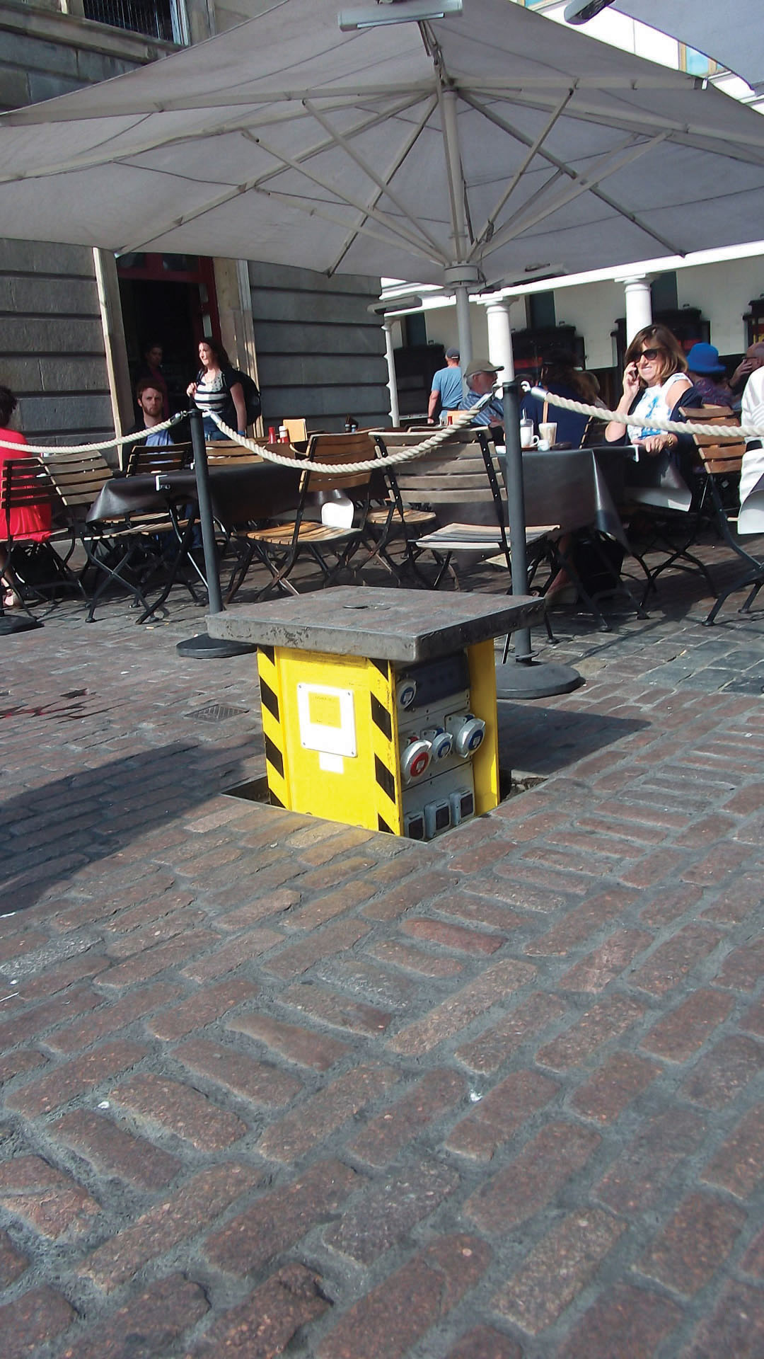 Easy and safe in-ground power units for public spaces