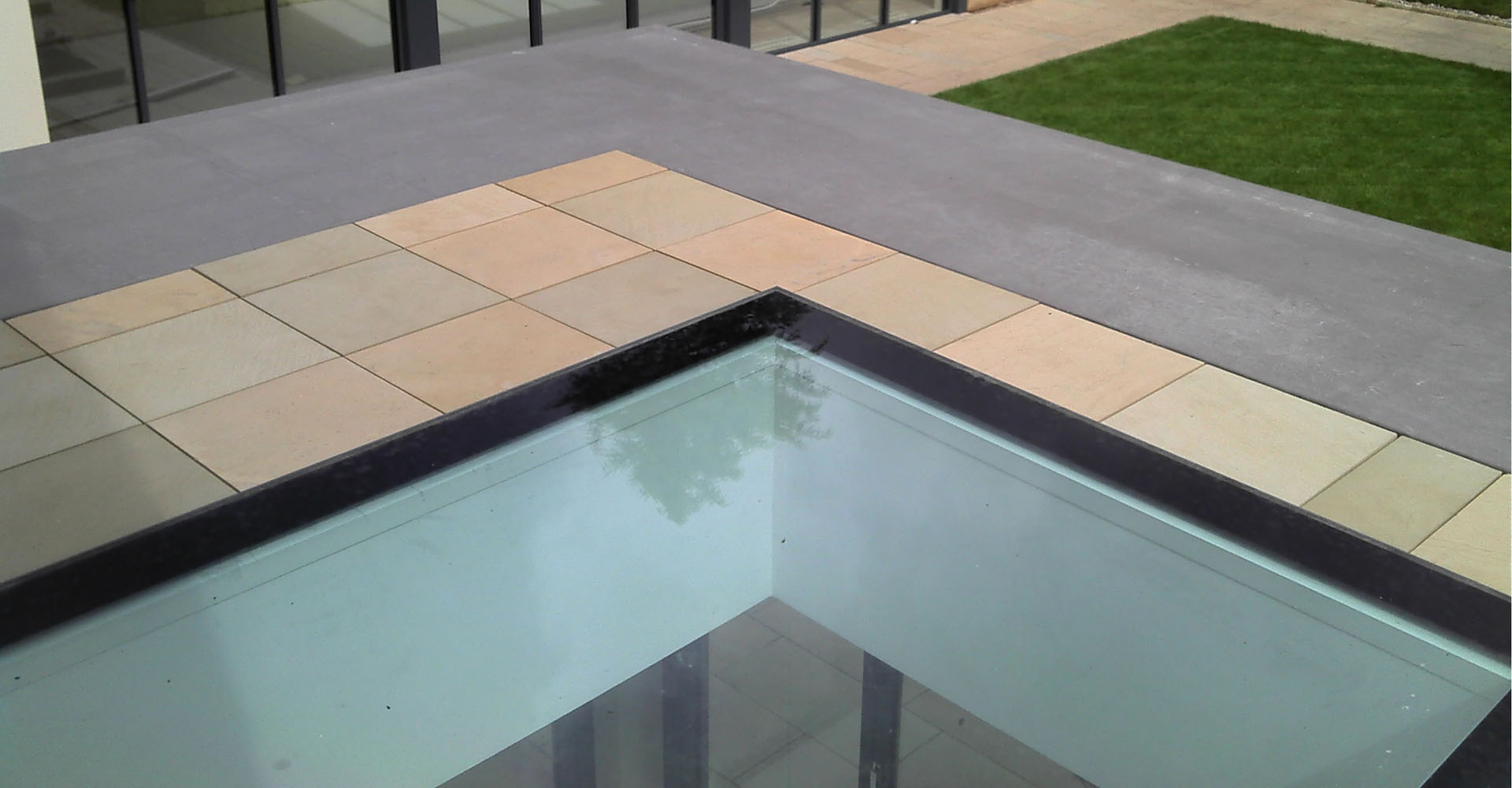Flush fitted skylight made waterproof