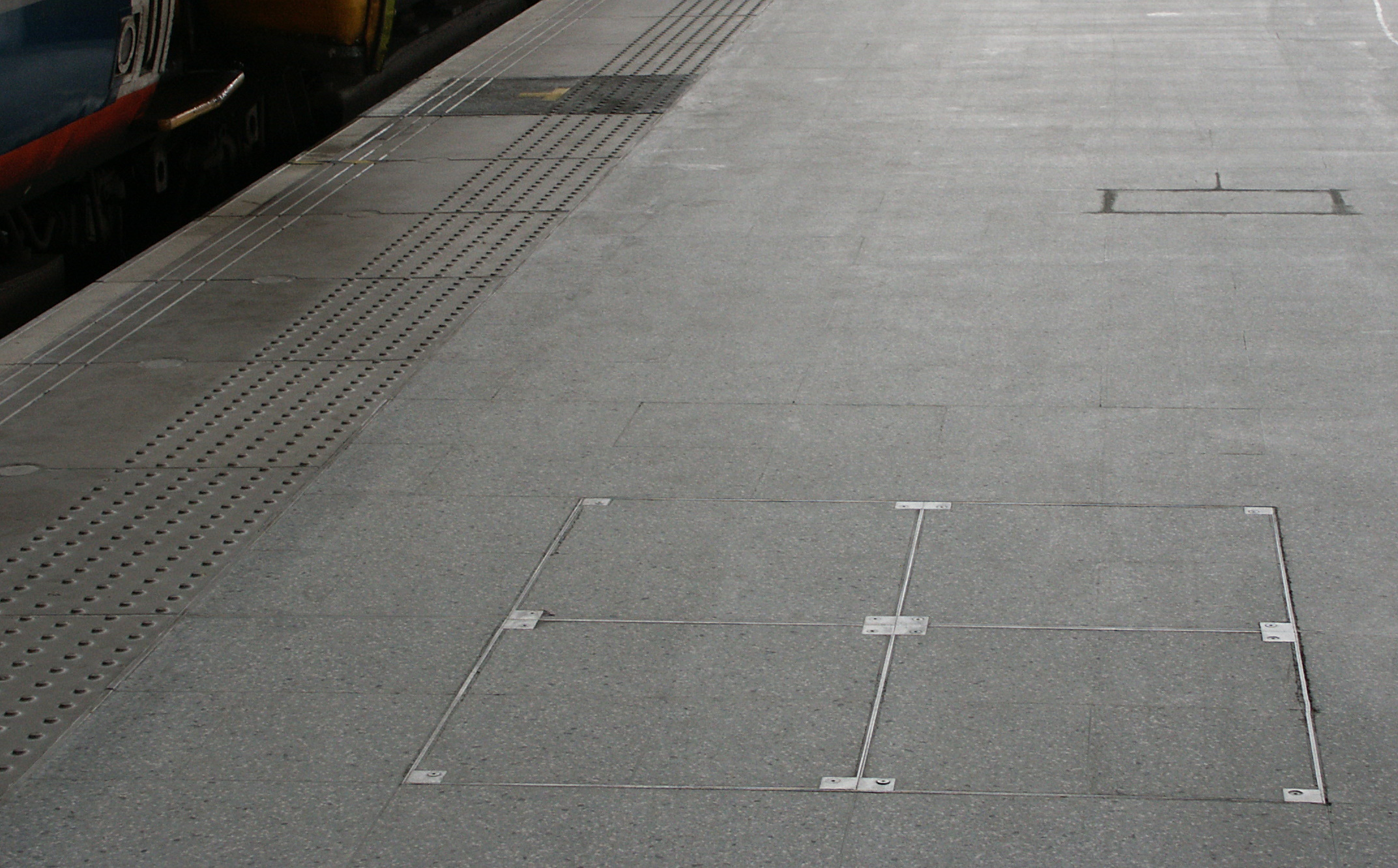 5000 Series Heavy-Duty Floor Access Covers