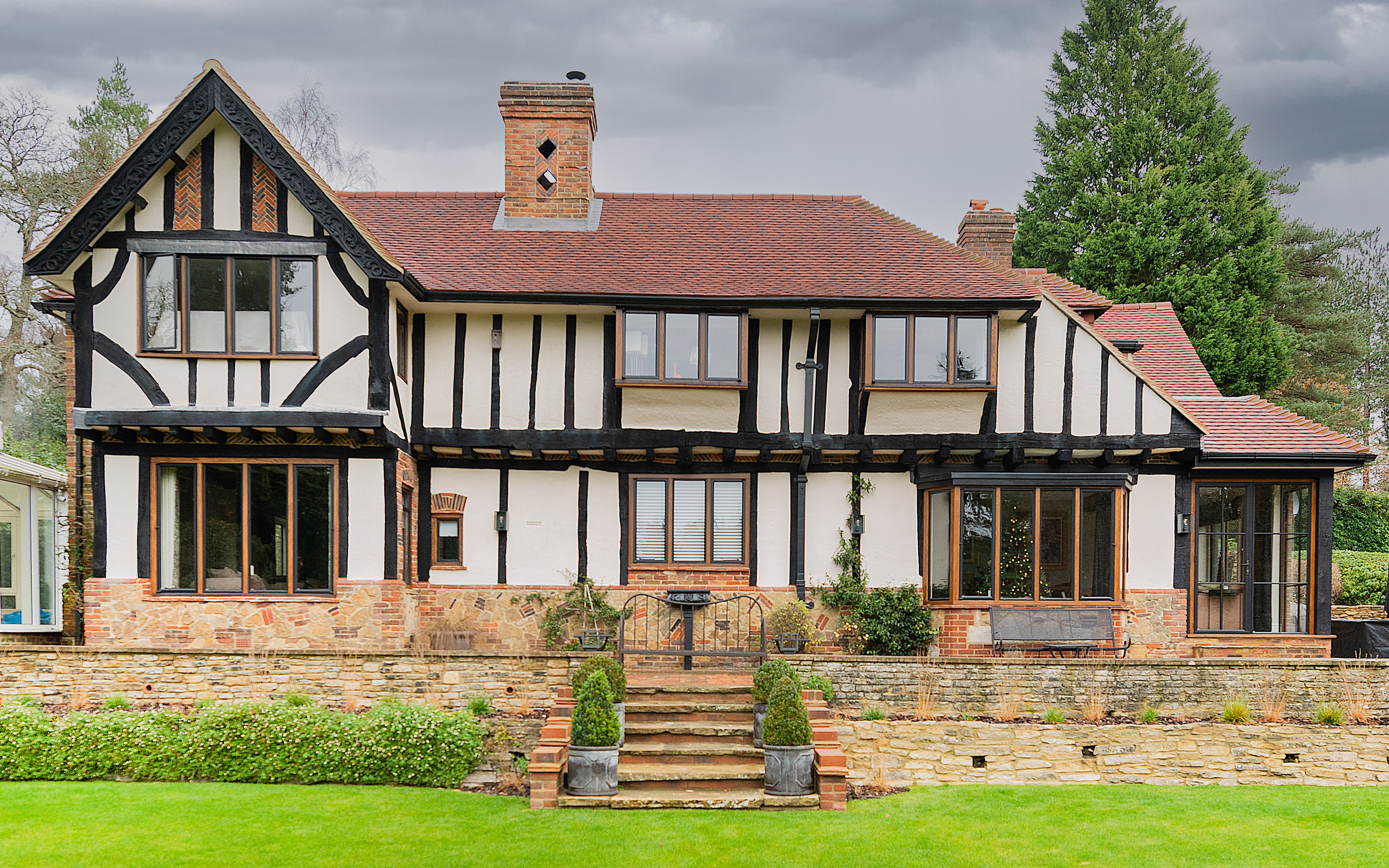 Thermally efficient EB20 steel windows chosen for beautiful country house