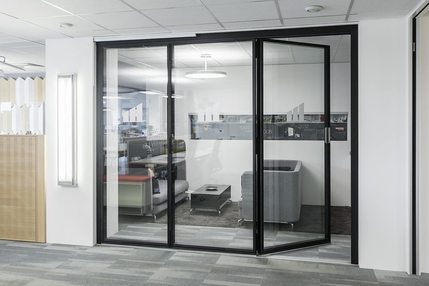 Movawall's Type G200 system features in new Business School