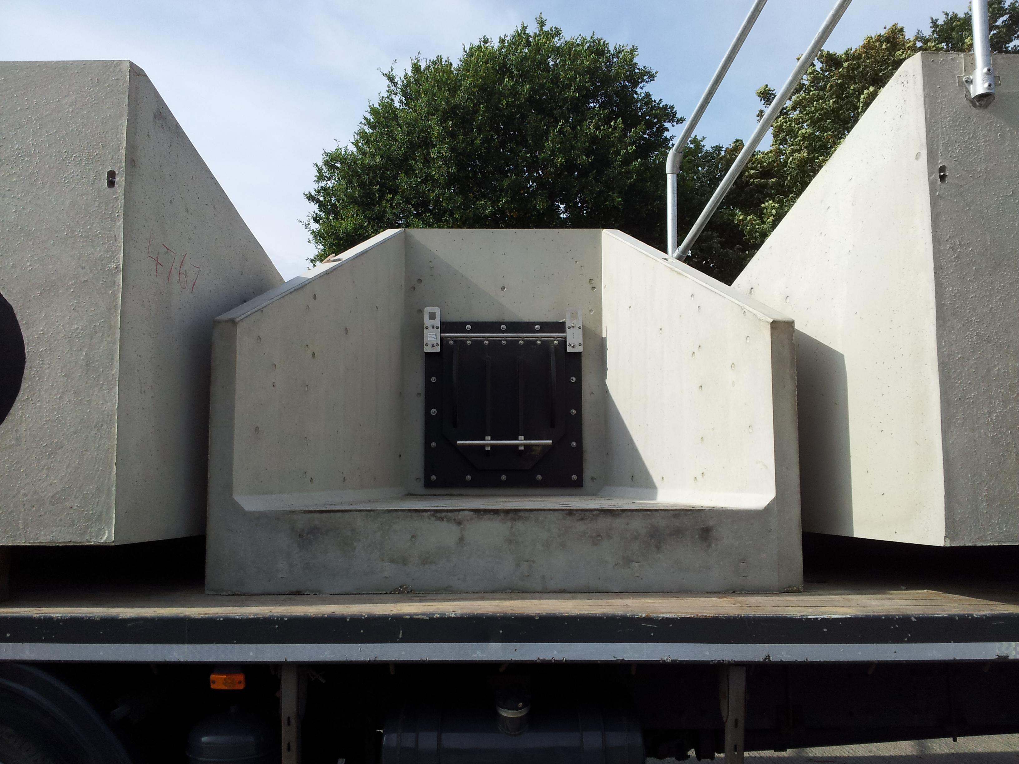 Precast Concrete Headwall with Flap Valve
