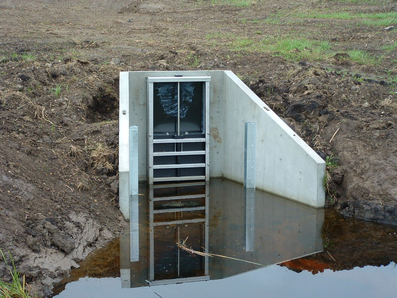 Precast Concrete Headwall with Penstock