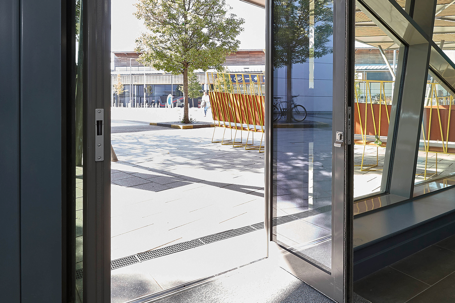 GT55 TB Commercial Entrance Door System