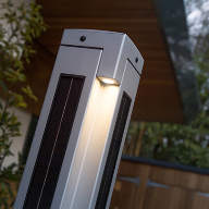 Solar powered pathway lighting
