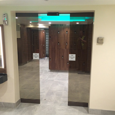 Automatic entrance doors for health club