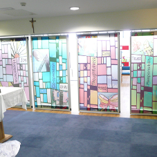 Etched glass moveable wall for Primary School