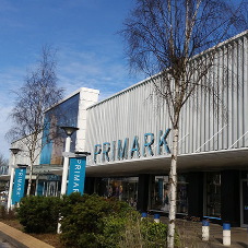 Aluminium fins provide striking facade for Primark store