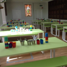 Seatable inspire bright dining room at School