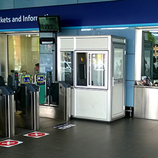 Glasdon kiosk at Reading station