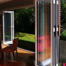 Super insulating glazing for bi-folding doors