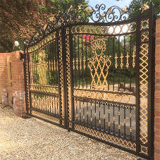 Nice UK motors power ornate gates in Hampshire
