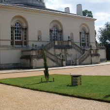 Retractable power service units for Chiswick House