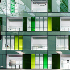 Glazing adds creative touch at Southmead hospital
