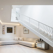 Feature staircase for London home