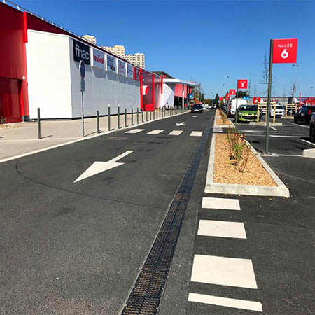 MultiV+ drainage channels at French hypermarket