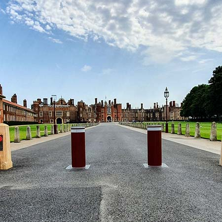 Reliable rising bollards provide control for Hampton Court Palace