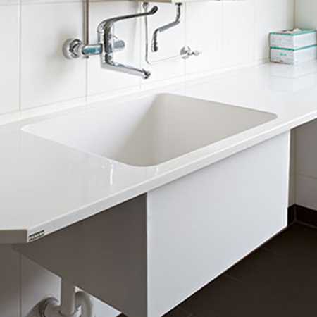 VariusMed basins and scrub up troughs ensure functionality and hygiene