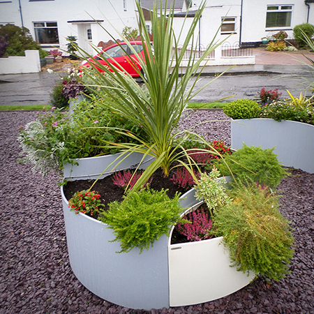 Flo Planters brighten up T.R.E.E volunteer group in Glasgow