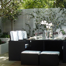 Slatted Screen creates sophisticated Al Fresco dining area