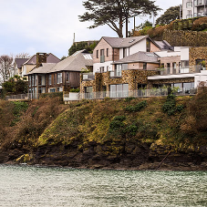 Salcombe residence stands up to coastal conditions featuring Reynaers aluminium door and window systems