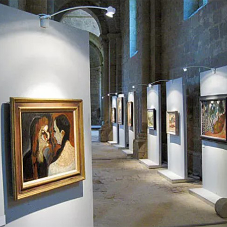 Gallery Display System 100 installed at the Cistercian Abbaye de Flaran
