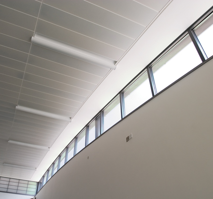 Acoustic fully curved ceiling