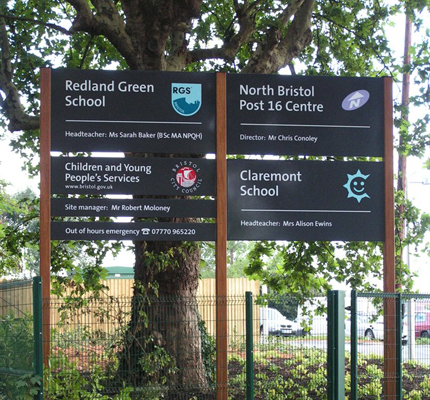 Standard directional sign for schools in Bristol
