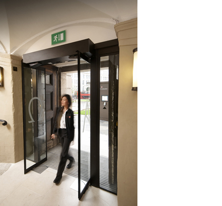 DORMA space saving automatic door installed at St Paul's Cathedral
