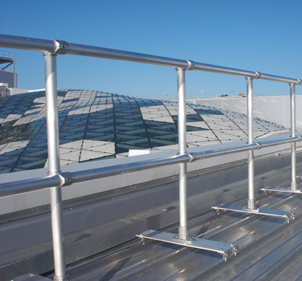 Installation of Kee Lite<sup>®</sup> lightweight aluminium guardrails to standing seam roof profile