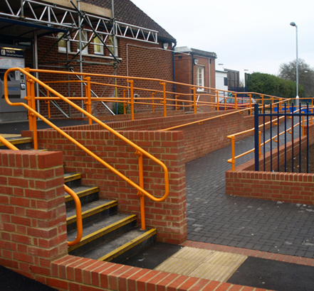 Kee Access<sup>®</sup> handrail system in Orange