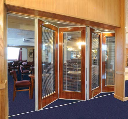 Open SM3 partition, finished in a mahogany veneer and with glazed panels and blinds