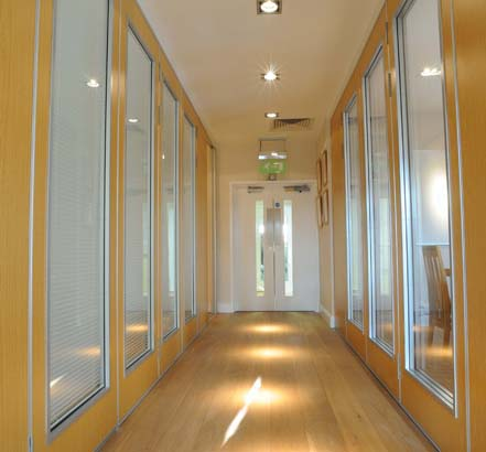Corridor and two meeting rooms divided by the SM3 sliding/folding partition system