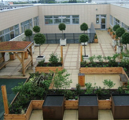 Some 14,000m<sup>2</sup> roofs in Rhenofol CGv provide access for staff or patients, and a 600m<sup>2</sup> roof garden at the Churchill Cancer Centre Oxford NHS Trust