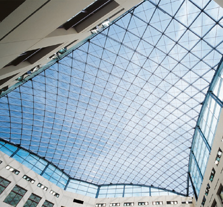 To maximize transparency, the architect wanted to eliminate all structural support except for the skylight mullions
