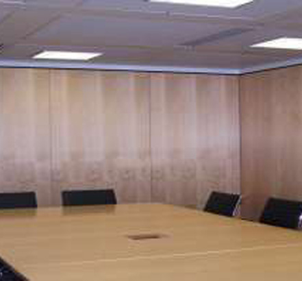 NW100 movable walls used to separate meeting rooms at the Invesco London office