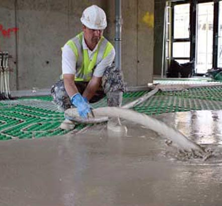 Pump-applied screed