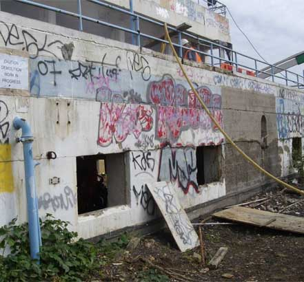 Uxbridge Lido fell into disrepair in 1998 and was covered in graffiti