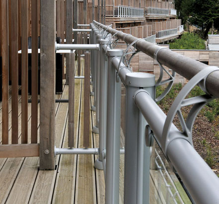 FUSION<sup>®</sup> Commercial combines hardwood handrails and metal newels