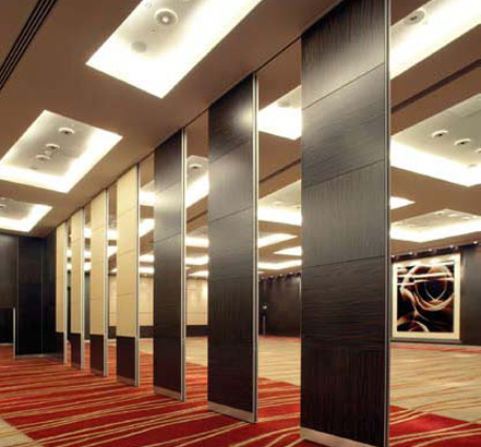 Evenly spaced NW100 movable walls, installed at Westminster's Park Plaza