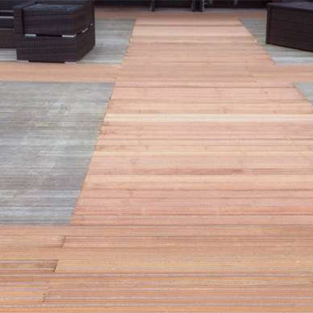 Anti-slip decking for water centre
