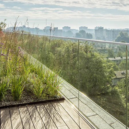 Easy Glass railing system for rooftop garden
