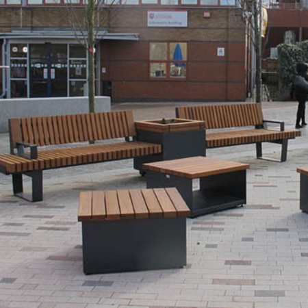 Flexible outdoor seating for University of Leicester