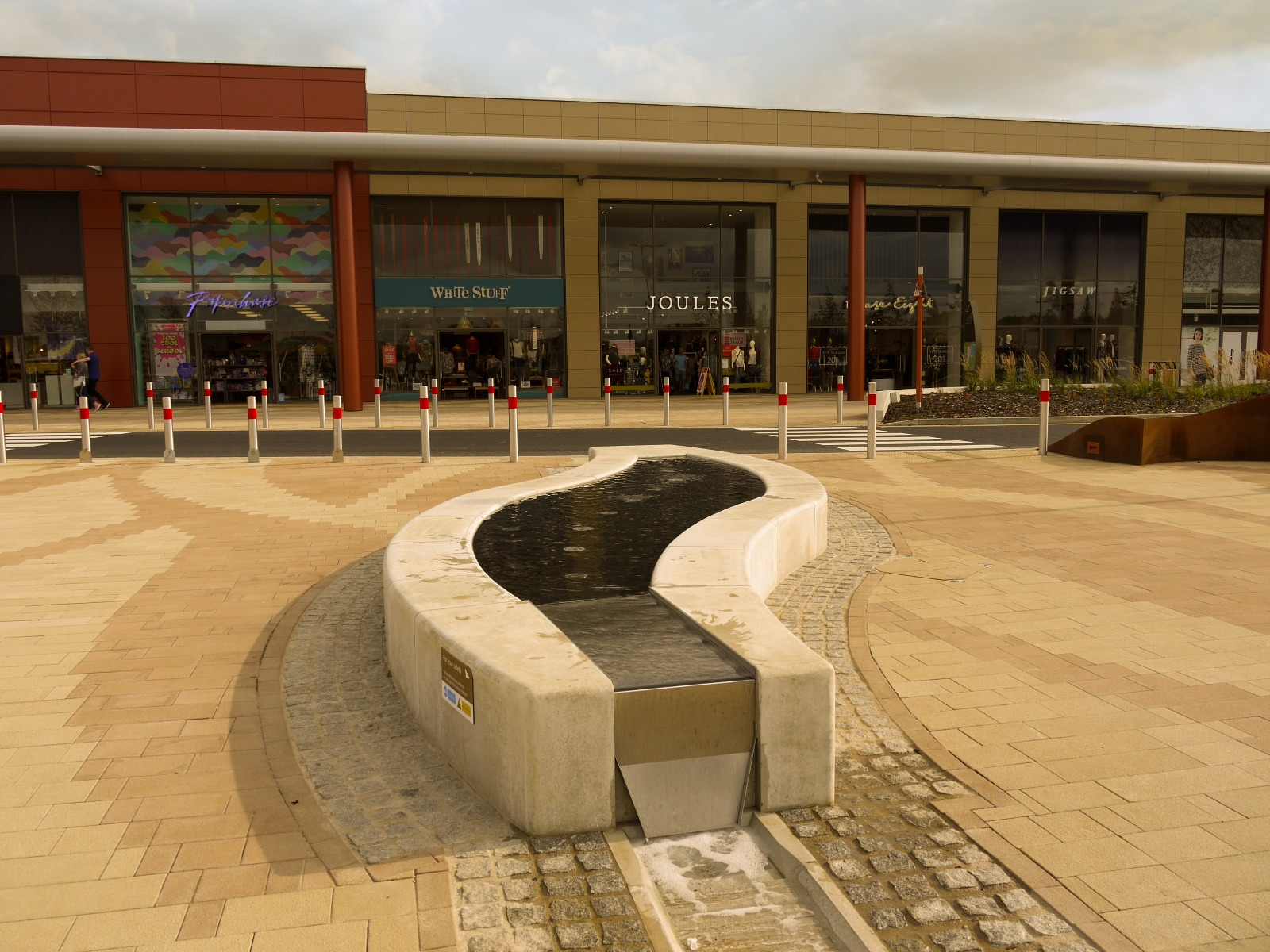 Ascot waste bins for major shopping and leisure complex